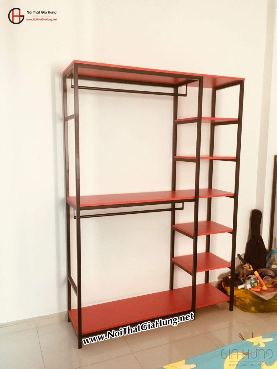 kệ treo quần áo khung chân sắt mặt gỗ màu đỏ GHZ-834