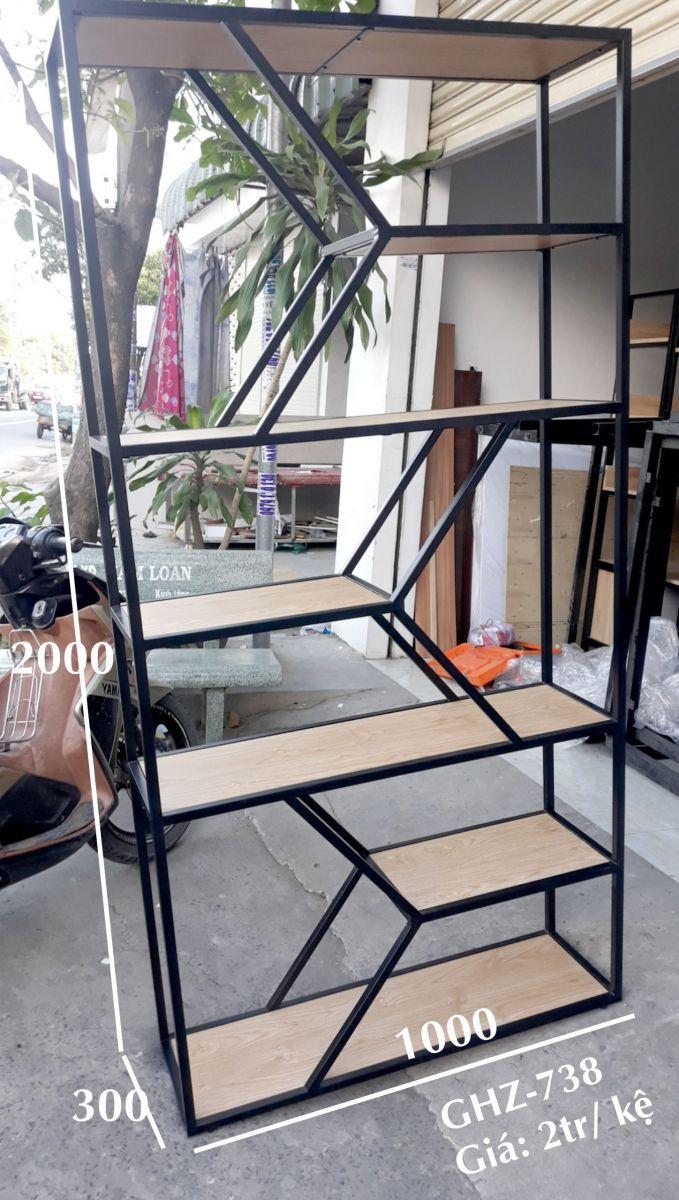 mẫu kệ trang trí khung chân sắt mặt gỗ GHK-76