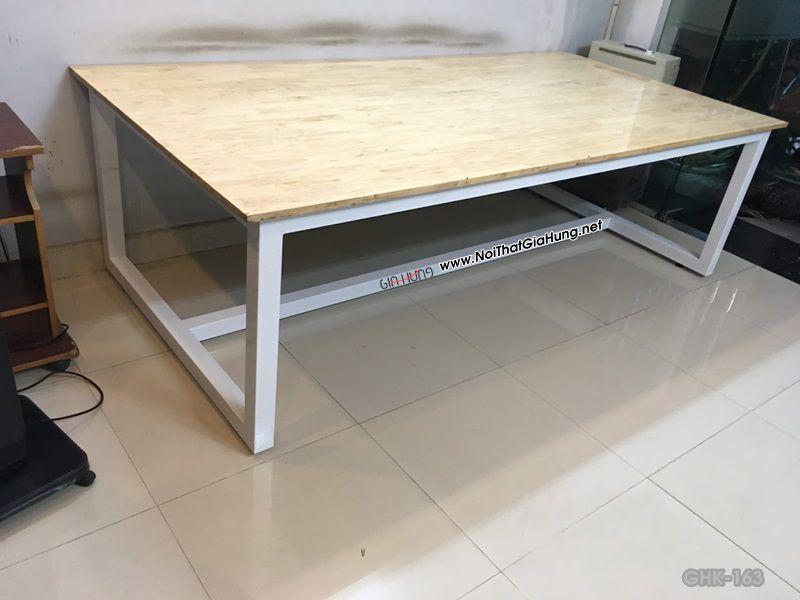 Bàn văn phòng khung chân sắt sơn tĩnh điện mặt gỗ cao su tại công ty Công Nghệ Mới - Phan Văn Hớn