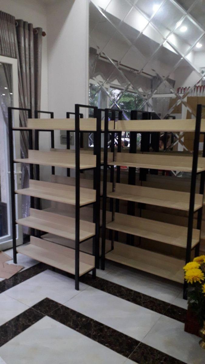 Hệ kệ khung sắt mặt gỗ GHK-305 chuẩn bị trung bày sản phẩm mô hình đồ chơi tại chung cư RichStar - Hòa Bình - quận Tân Phú
