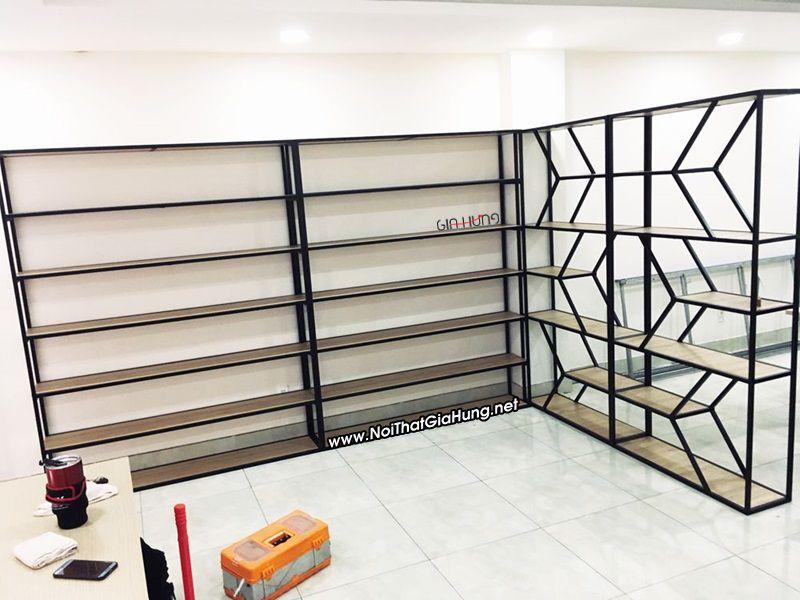 Kệ trang trí khung chân sắt mặt gỗ tại 54/27 Phổ Quang - phường 2 - Tân Bình, TpHCM