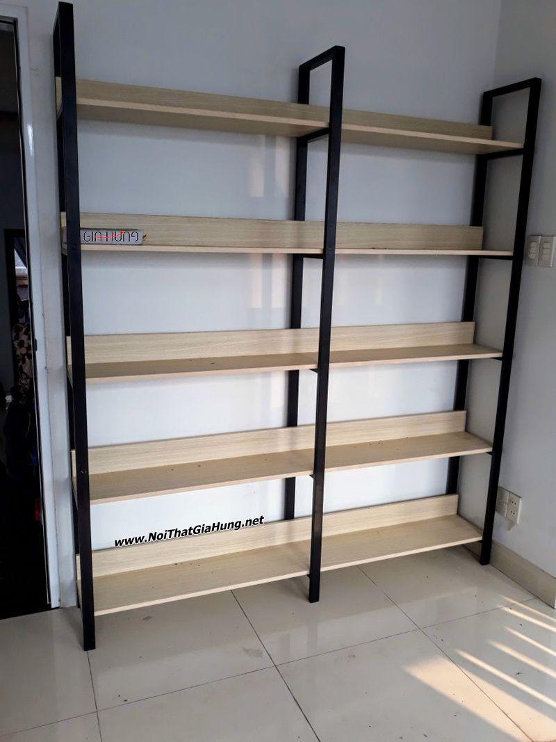 Kệ sách khung chân sắt mặt gỗ GHK-305 nhà chị Vy - Nguyễn Kiệm - phường 3 - Gò Vấp