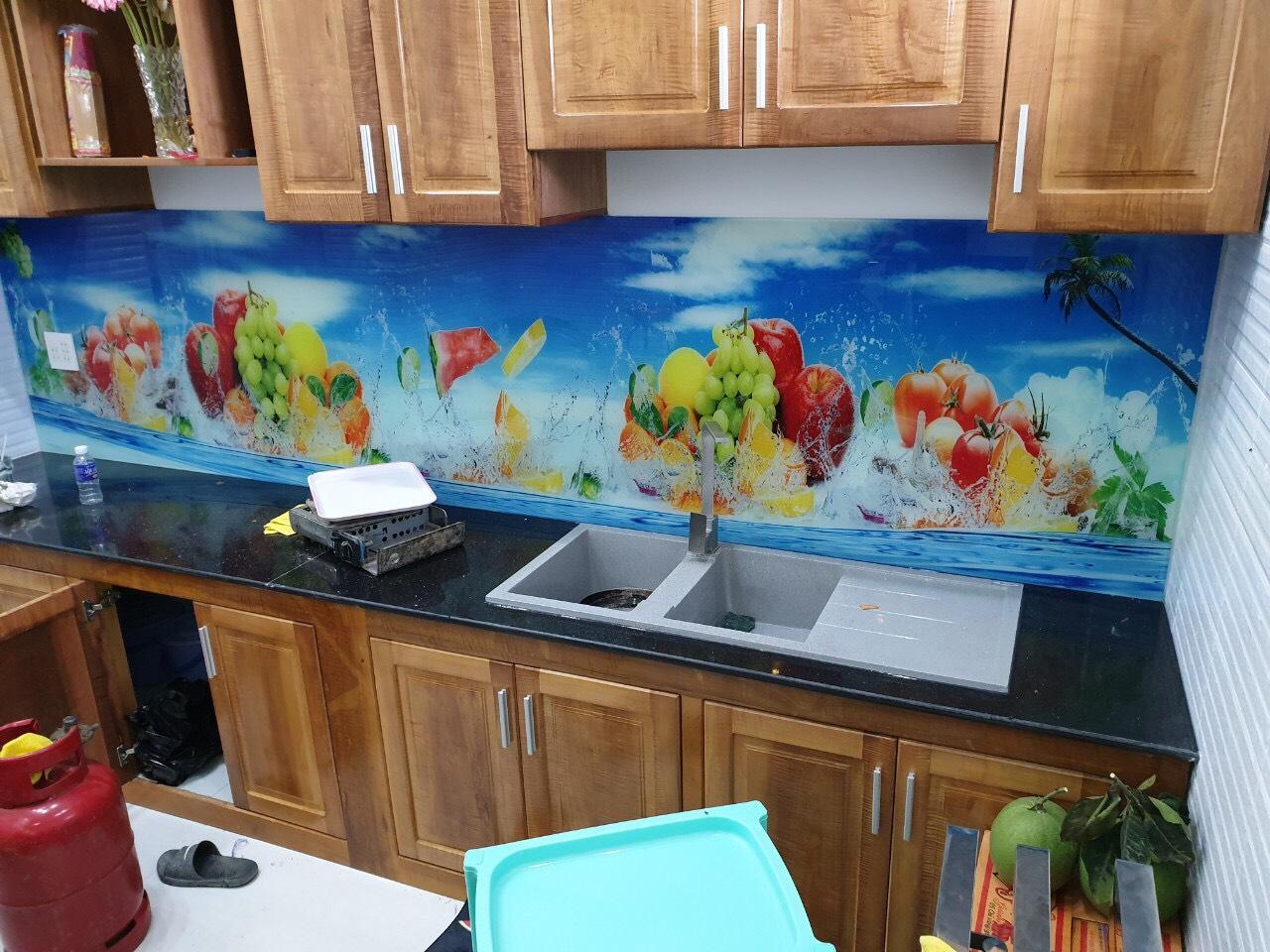 Kính ốp bếp in tranh 3D vạn người mê GHT-204 có đốn tim Bạn được chưa